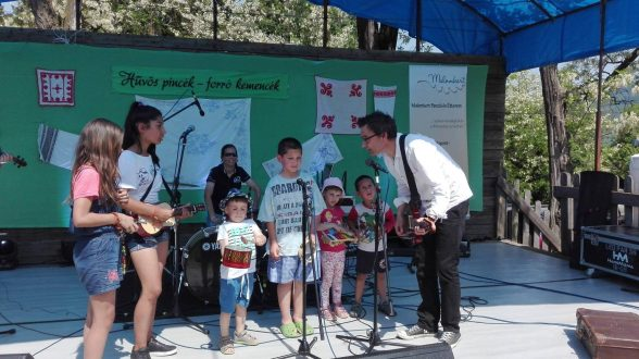 Gyermekműsor a Ciráda zenekarral